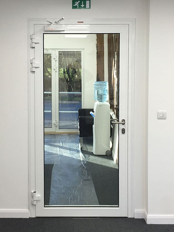 внутренняя противопожарная дверь с огнестойким стеклом Ei30 C5 1000 мм X 2100 мм одностворчатая