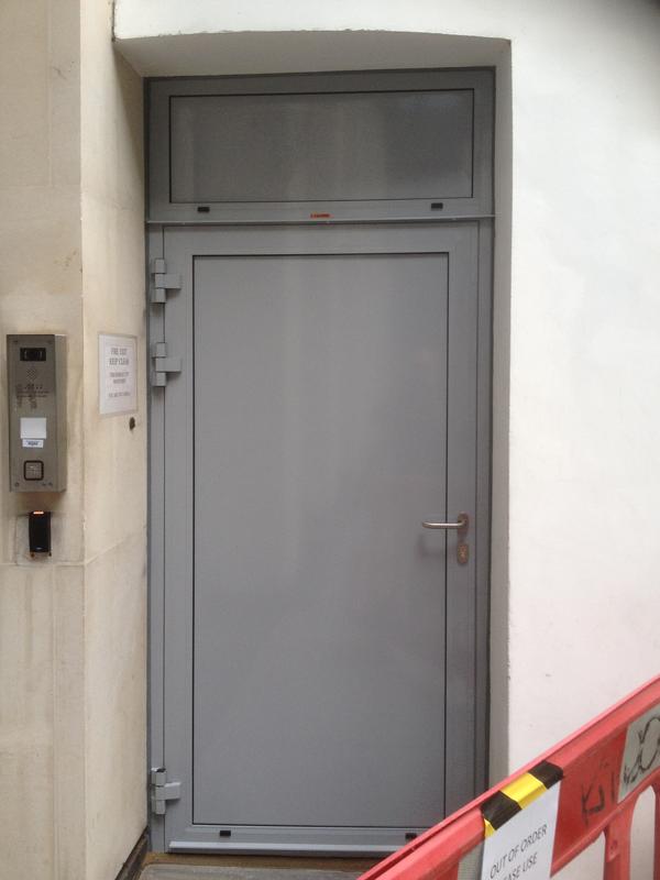 внутренняя противопожарная дверь с огнестойкой панелью Ei60 C5 1000 мм X 2100 мм одностворчатая дверь
