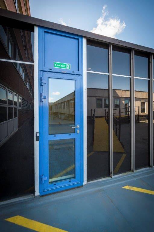 внутренняя противопожарная дверь с огнестойким стеклом Ei60 C5 1000 мм X 2100 мм одностворчатая