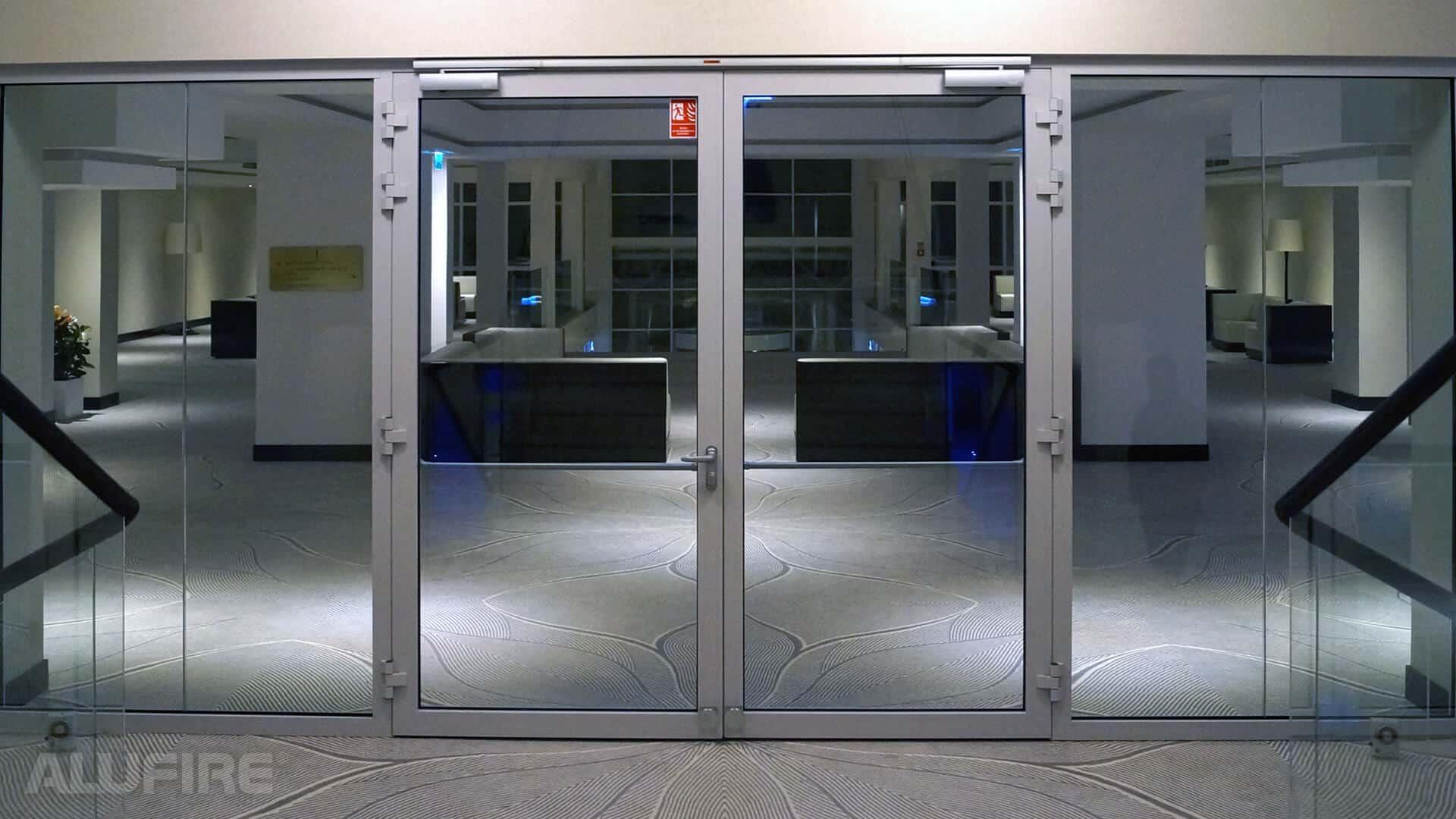 внутренняя противопожарная дверь с огнестойким стеклом Ei60 C5 1800 мм X 2100 мм двустворчатая дверь